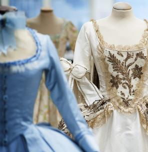 MARIE ANTOINETTE. THE OSCAR-WINNING COSTUMES OF A QUEEN