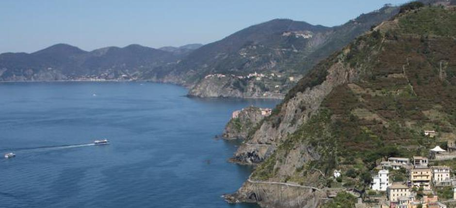 From La Spezia to the Cinque Terre National Park through architecture and drywalls