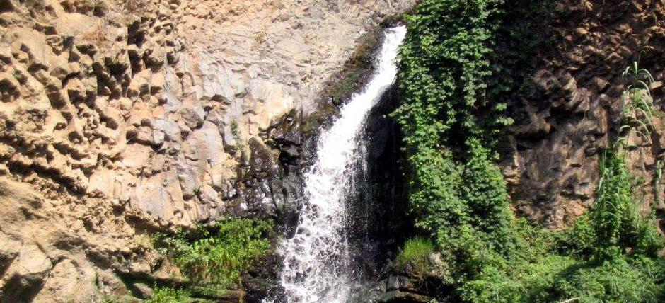 Guided excursion in mountain bike to the waterfall of the Ceariti Mountains