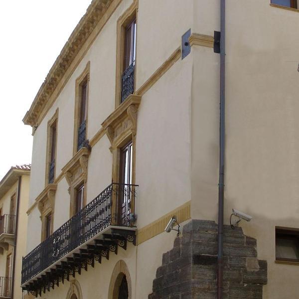 Palazzo Leone-Daidone - Palazzo - Vita