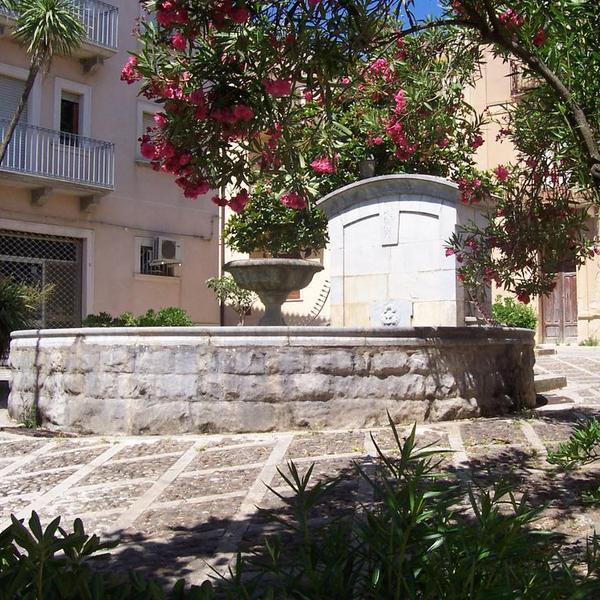Fontane - Monumenti - Vita