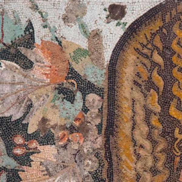 Festone con maschera, foglie e frutta (dalla Casa del Fauno)