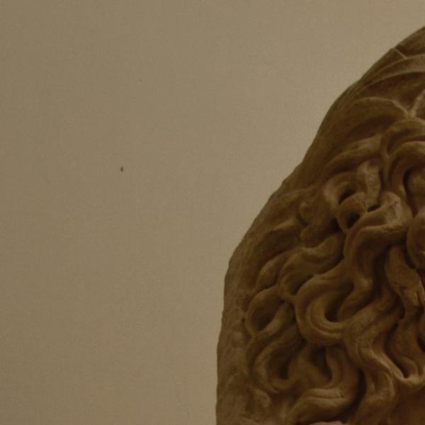 Busto di giovane divinità fluviale con corona di giunco