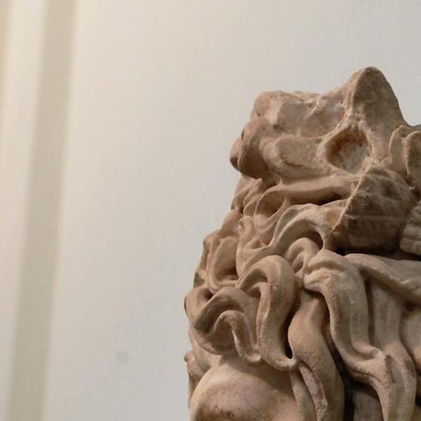Busto di divinità fluviale con corona di pomi, bacche e pigne