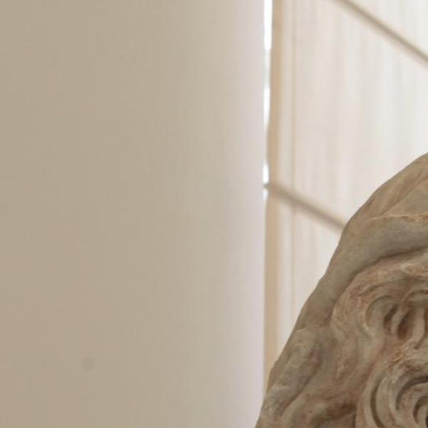 Busto di divinità fluviale con corona di giunco
