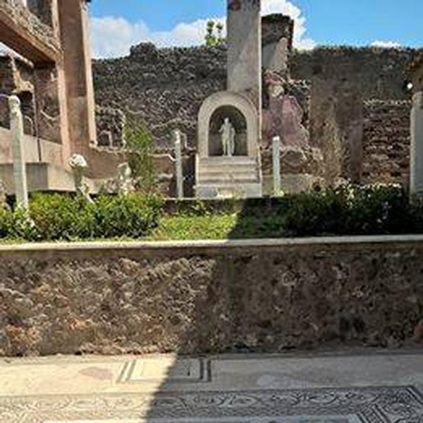 Marco Lucrezio su via Stabiana