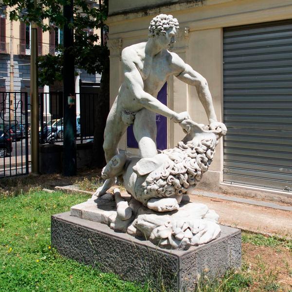 Ercole che strozza il leone Nemeo