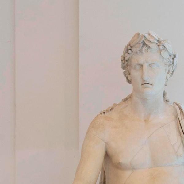 Statua seduta colossale del Divo Augusto