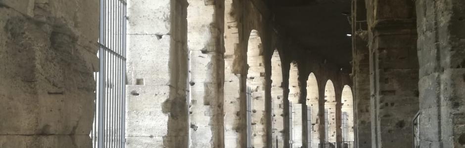 La luna sul Colosseo 2020