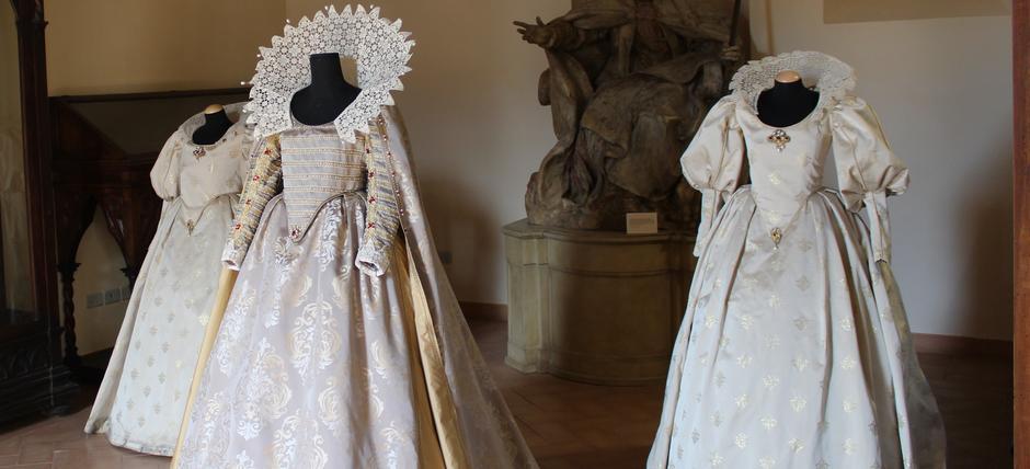 Tra Vestimenti e Capricci. Viaggio nella Moda dal XV al XIX secolo