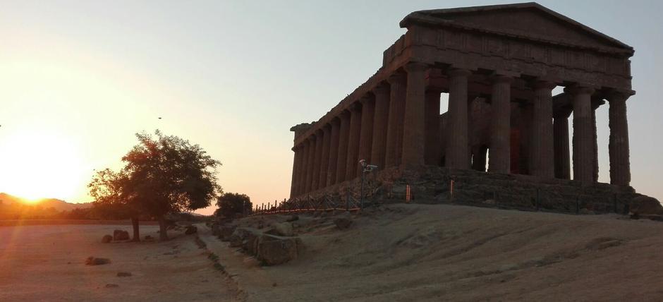 Lo spettacolo dell'alba. Dei ed eroi alla Valle dei Templi