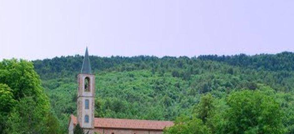 Let's photograph the Tiglieto spire between nature and architecture!