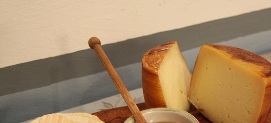 Dal latte al formaggio: profumo di pecorino del Beigua