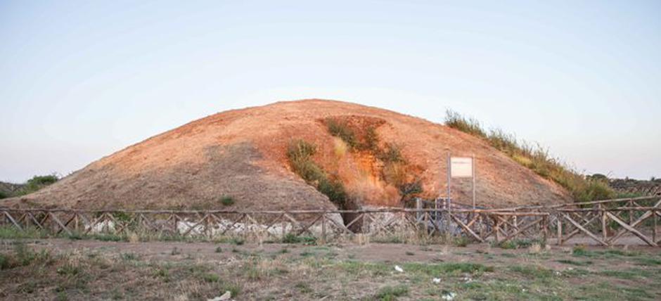Etrus-key by night: big mounds